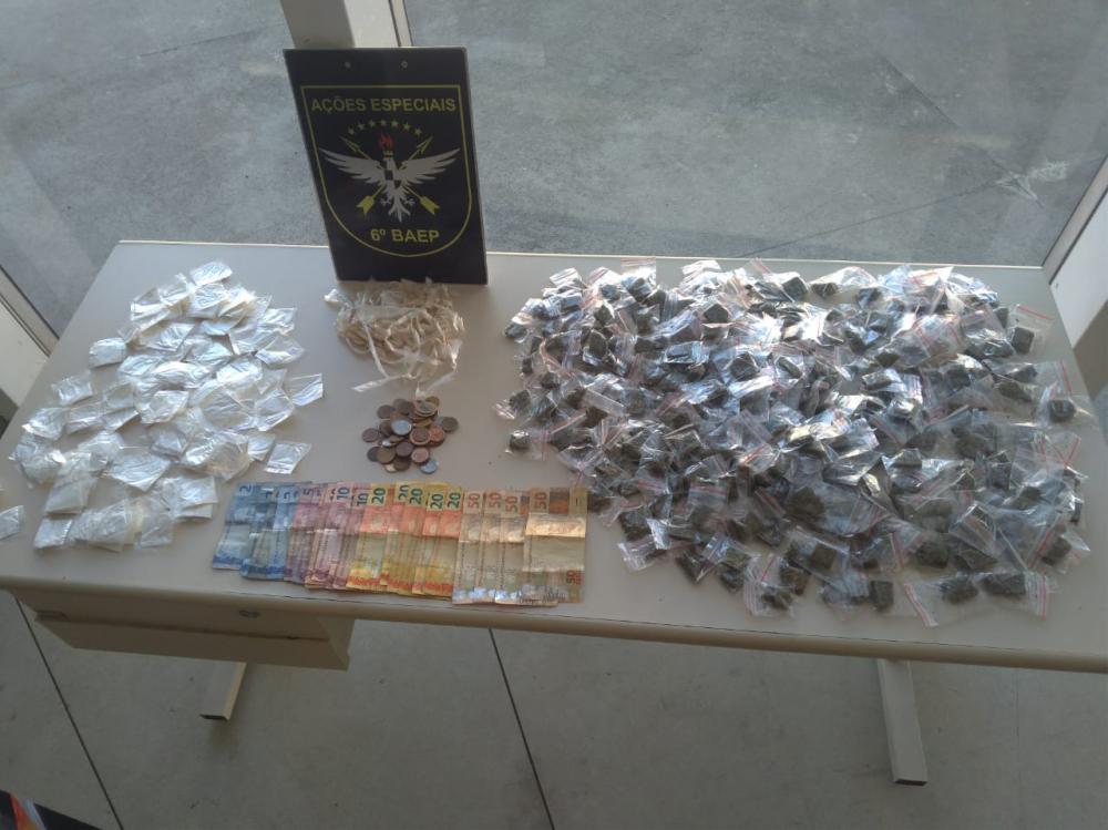 Polícia prende dupla por tráfico de entorpecentes