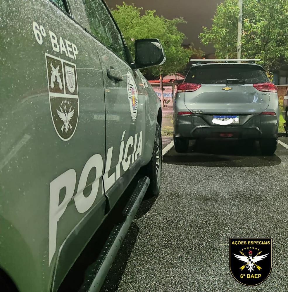 Polícia Militar prende mulher envolvida em roubo de veículo
